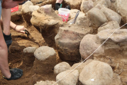 odczyszczania popielnic w centrum kurhanu z okresu wędrówek ludów