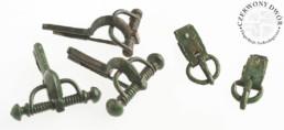 Zapinki i sprzączki brązowe z wczesnego okresu wędrówek ludów